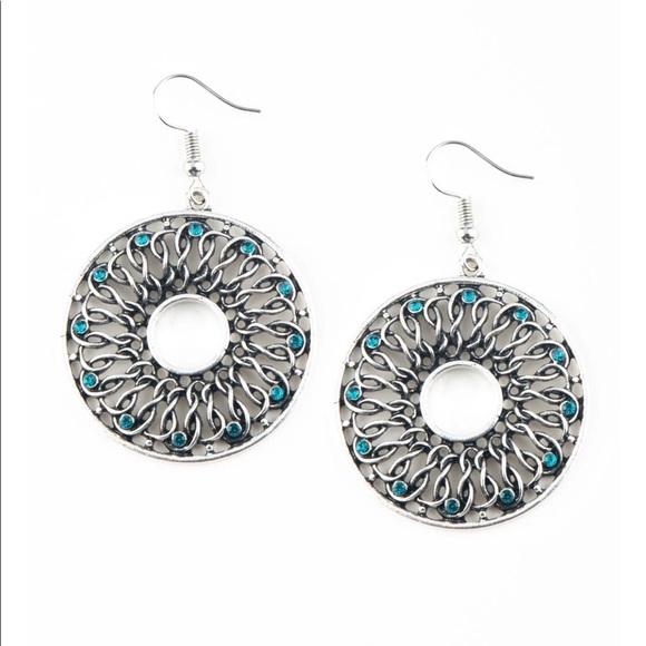 J28 Silver> Blue Rhinestones > Earrings